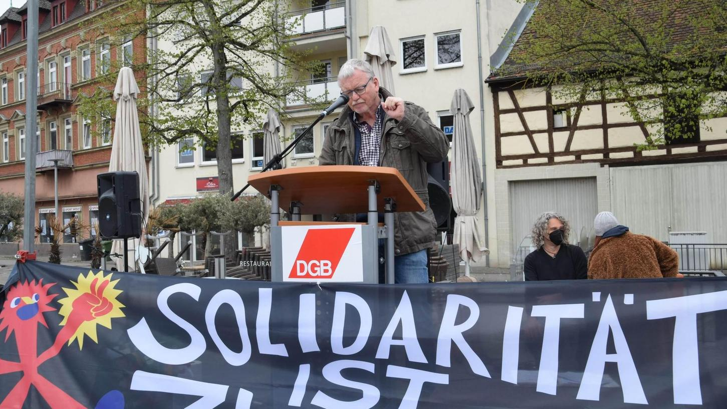 Auf dem Paradeplatz fand die Mai-Kundgebung der Gewerkschaften statt. Als Hauptredner war Diplomtheologe Manfred Böhm aus Bamberg zu Gast.
