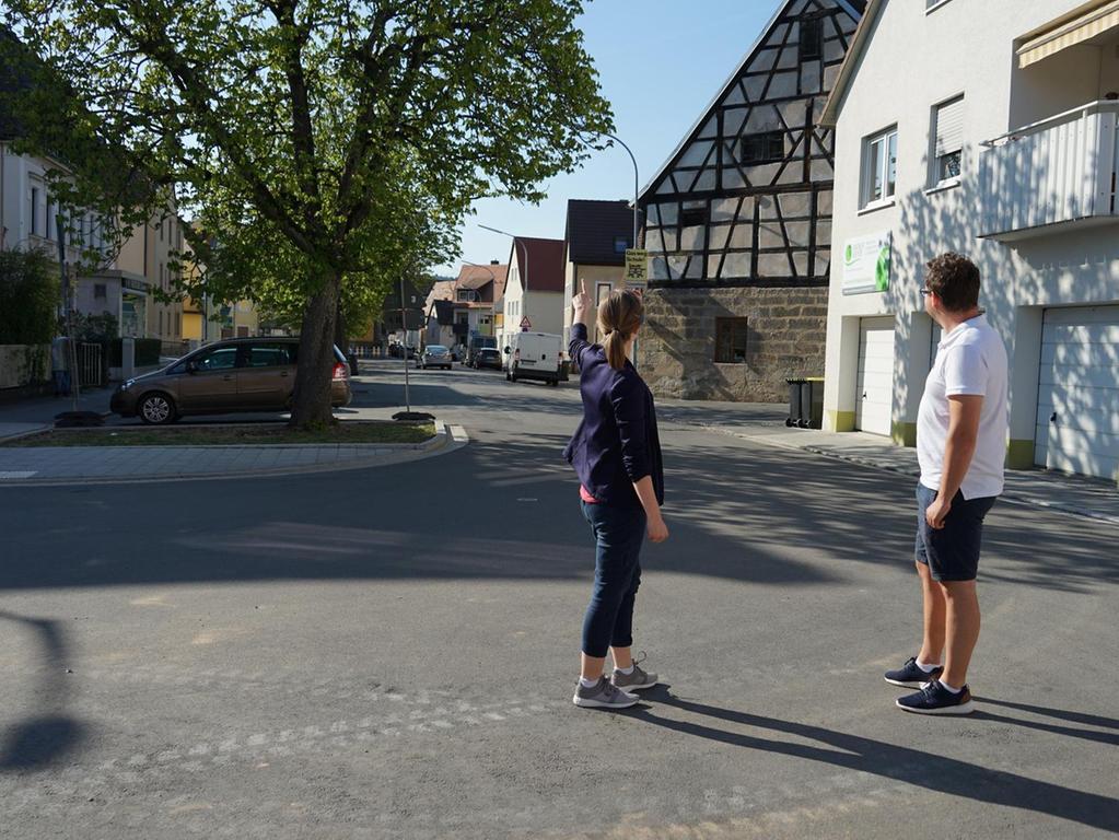 Laura John und Julian Gertzen würden eine Fortführung der Straßensanierung in die Wallstraße befürworten.