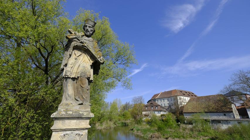 Nicht weit entfernt: die klassische Höchstadt-Ansicht. Schön im Frühling wie im ...