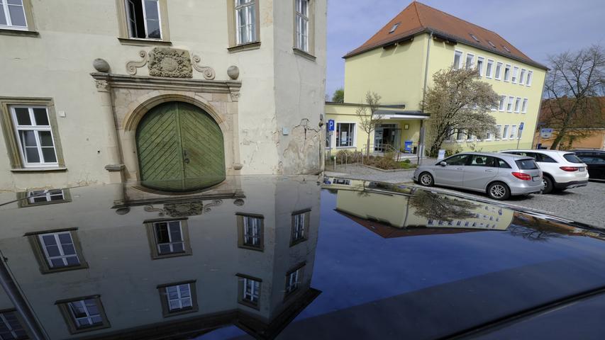 Das Schloss und der Erweiterungsbau des Landratsamtes.