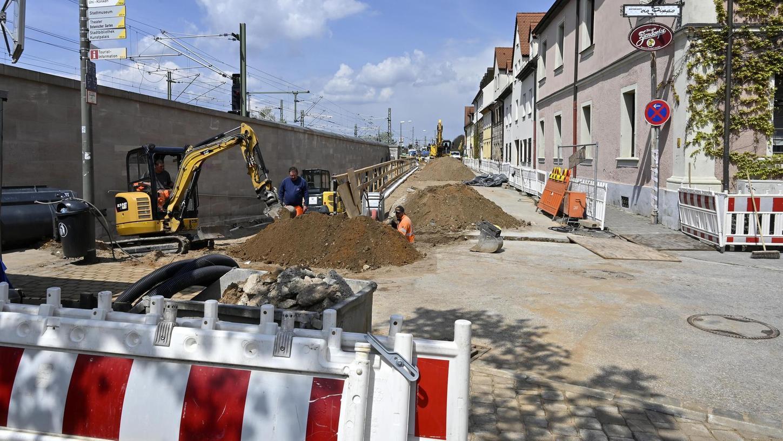 In der Westlichen Stadtmauerstraße sind derzeit die Bauarbeiten voll im Gange.