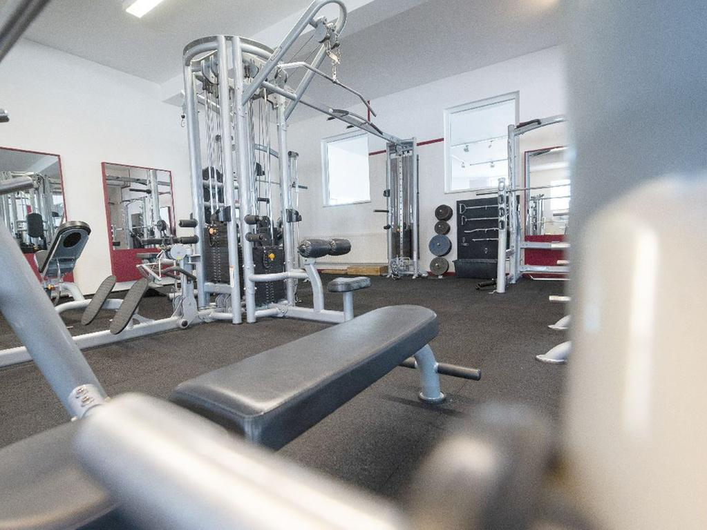 Darf fitnessstudio ins ab gesetz man wann Ab Wieviel