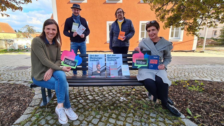 Orte der Meinungsfreiheit: Melena Renner, Mathias Meyer, Thomas Fischer und Bettina Balz (v. li.) wollen mit ihren Buchhandlungen dazu beitragen, dass Menschen miteinander ins Gespräch kommen.