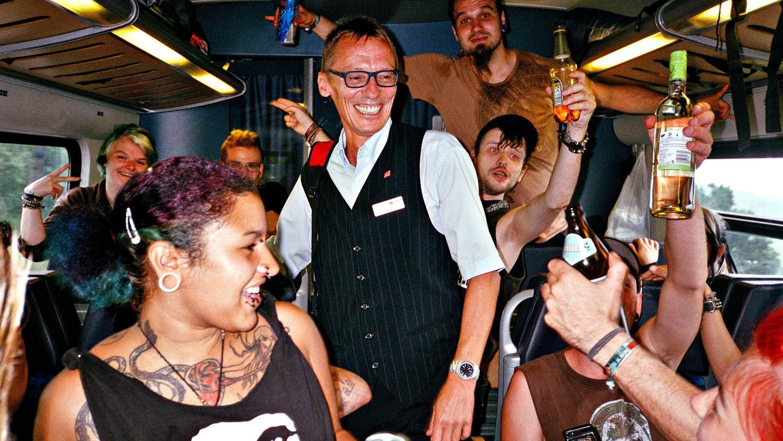 Über ein paar Jahre hat der Künstler Steve Braun die  Nürnberger Punk-Szene rund um das Autonome Jugendzentrum P31 und die Spaßpartei  APPD mit der Kamera begleitet. Daraus soll nun das Fotobuch
