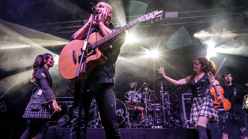 Trotz Corona soll das Schlosshof-Festival 2021 in Höchstadt über die Bühne gehen. Für 500 Fans - die erlaubte Höchstgrenze - tritt unter anderem die Münchner Gruppe