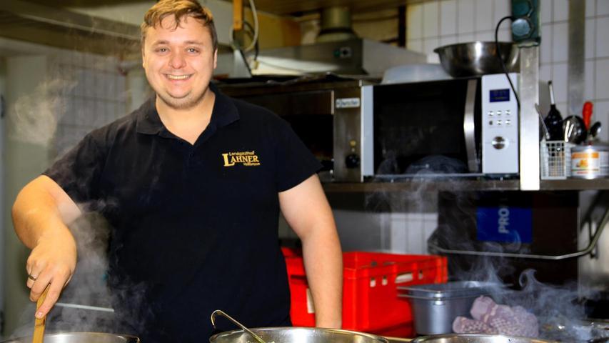 Marcus Müller in der Küche des Gasthofes Lahner in Veilbronn (Kreis Bamberg). 100 Reservierungen an Pfingsten sind für ihn nicht nur Grund zur Freude.