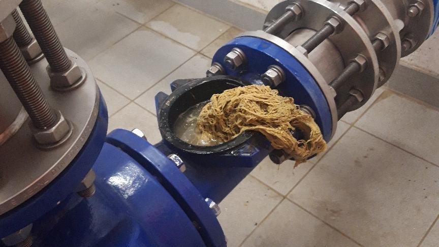 Feuchttücher können zu Verstopfungen in Abwasserrohren führen.