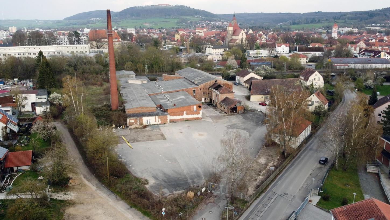 Das Gelände der ehemaligen Dampfziegelei Lang kann unter den gegebenen Umständen nicht zu einem Allgemeinen Wohngebiet werden. Dies hat der Stadtrat so beschlossen. Hauptproblem ist die hohe Lärmbelastung durch die unmittelbar angrenzende Bahnlinie.