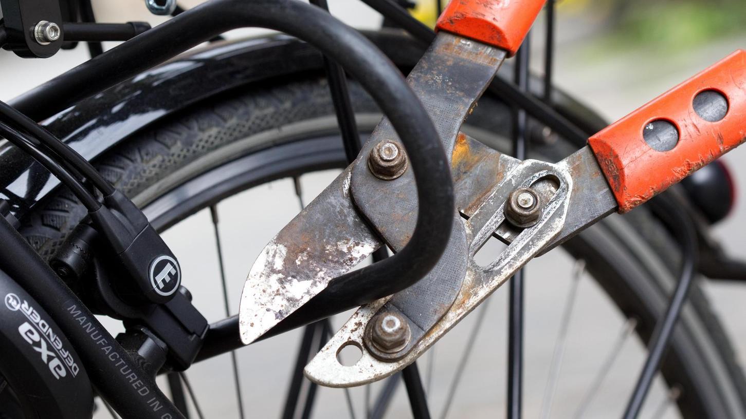Eine außergewöhnliche Aufklärungsquote erzielte die Rother Polizei bei den Fahrraddiebstählen. Erkenntnis: Mit dem Diebesgut finanzieren in vielen Fällen Drogenabhängige ihre Betäubungsmittel.