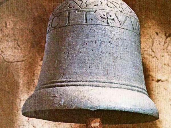 Die älteste Glocke Bayerns, die Theophilusglocke, hängt noch heute im Turm der Pfarrkirche in Thurndorf.