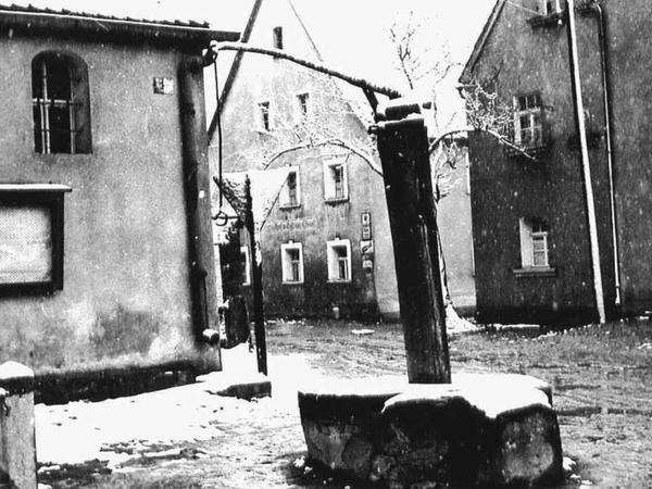 Blick in das Bildarchiv: So sah es im Ort in früheren Jahren aus. Im Bild der alte Dorfplatz von Thurndorf