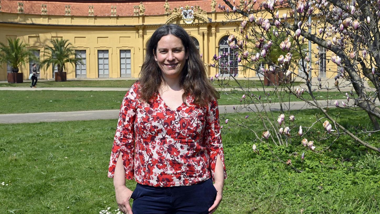 Sabine Bock hat als Referentin für Umwelt- und Klimaschutz ein großes Aufgabenfeld. Fürs Foto kam sie in den Schlossgarten.
