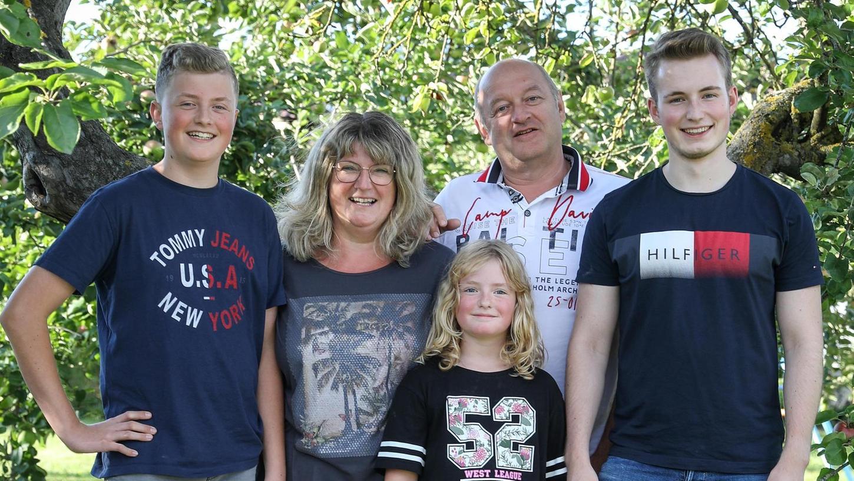 Eine glückliche Familie (v.l.), die jetzt in schweren Zeiten noch stärker zusammenhält und auf die Unterstützung von Bekannten bauen kann: Matthias, Birgit, Marlene, Franz und Tobias Maget.