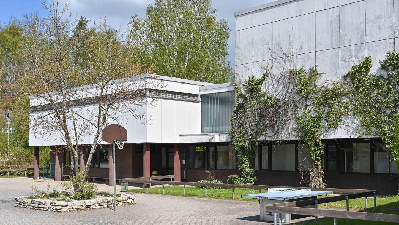 Jetzt ist es amtlich: An der Hilpoltsteiner Grundschule entsteht eine neue Schwimmhalle mit 25-Meter-Becken.