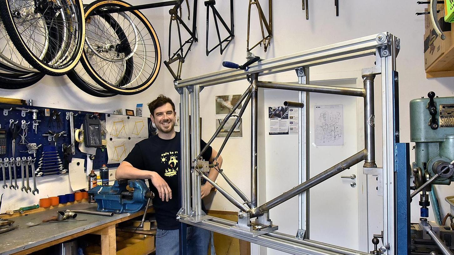 Andreas Blüthner, der Geschichte und Germanistik studiert hat, baut heute Fahrradrahmen.