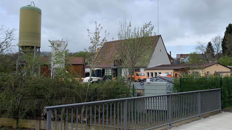 Der alte Bauhof in Stein-Unterweihersbuch ist nicht mehr zeitgemäß, auch was die Arbeitsbedingungen angeht. Der Neubau steht nun aber in Frage.