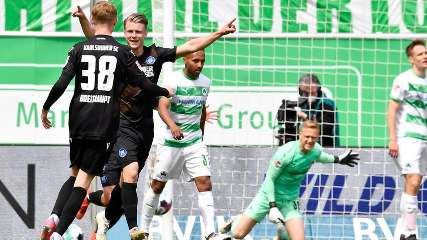 08.05.2021 --- Fussball --- Saison 2019 2020 --- 2. Fussball - Bundesliga --- 31. Spieltag: SpVgg Greuther Fürth ( Kleeblatt ) - Karlsruher SC Karlsruhe KSC --- Foto: Sport-/Pressefoto Wolfgang Zink / WoZi --- DFL REGULATIONS PROHIBIT ANY USE OF PHOTOGRAPHS AS IMAGE SEQUENCES AND/OR QUASI-VIDEO --- Torjubel Jubel Freude nach Treffer Tor Torschuß zum 1:2 durch Marco Thiede (21, Karlsruher SC KSC ) -