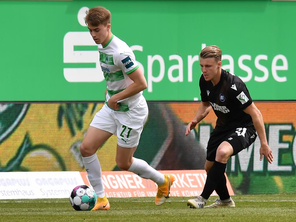 08.05.2021 --- Fussball --- Saison 2019 2020 --- 2. Fussball - Bundesliga --- 31. Spieltag: SpVgg Greuther Fürth ( Kleeblatt ) - Karlsruher SC Karlsruhe KSC --- Foto: Sport-/Pressefoto Wolfgang Zink / MeZi --- DFL REGULATIONS PROHIBIT ANY USE OF PHOTOGRAPHS AS IMAGE SEQUENCES AND/OR QUASI-VIDEO --- Gian Luca Gian-Luca Itter (27, SpVgg Greuther Fürth ) Marco Thiede (21, Karlsruher SC KSC )