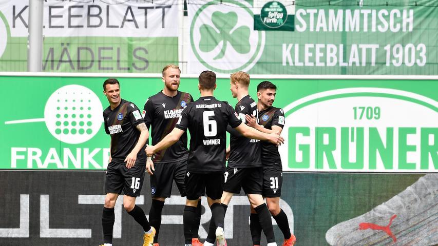 08.05.2021 --- Fussball --- Saison 2019 2020 --- 2. Fussball - Bundesliga --- 31. Spieltag: SpVgg Greuther Fürth ( Kleeblatt ) - Karlsruher SC Karlsruhe KSC --- Foto: Sport-/Pressefoto Wolfgang Zink / WoZi --- DFL REGULATIONS PROHIBIT ANY USE OF PHOTOGRAPHS AS IMAGE SEQUENCES AND/OR QUASI-VIDEO --- Torjubel Jubel Freude nach Treffer Tor Torschuß zum 0:1 durch Philipp Hofmann (33, Karlsruher SC KSC ) -