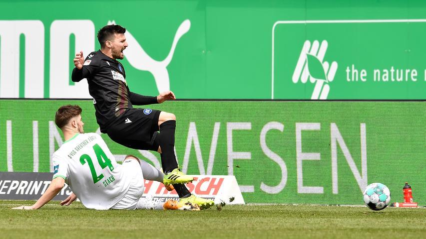 08.05.2021 --- Fussball --- Saison 2019 2020 --- 2. Fussball - Bundesliga --- 31. Spieltag: SpVgg Greuther Fürth ( Kleeblatt ) - Karlsruher SC Karlsruhe KSC --- Foto: Sport-/Pressefoto Wolfgang Zink / WoZi --- DFL REGULATIONS PROHIBIT ANY USE OF PHOTOGRAPHS AS IMAGE SEQUENCES AND/OR QUASI-VIDEO --- Anton Stach (24, SpVgg Greuther Fürth ) Jerome Gondorf (8, Karlsruher SC KSC )