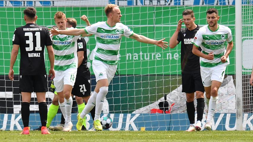 08.05.2021 --- Fussball --- Saison 2019 2020 --- 2. Fussball - Bundesliga --- 31. Spieltag: SpVgg Greuther Fürth ( Kleeblatt ) - Karlsruher SC Karlsruhe KSC --- Foto: Sport-/Pressefoto Wolfgang Zink / MeZi --- DFL REGULATIONS PROHIBIT ANY USE OF PHOTOGRAPHS AS IMAGE SEQUENCES AND/OR QUASI-VIDEO --- Torjubel Jubel Freude nach Treffer Tor Torschuß zum 1:1 durch Havard Nielsen (16, SpVgg Greuther Fürth )