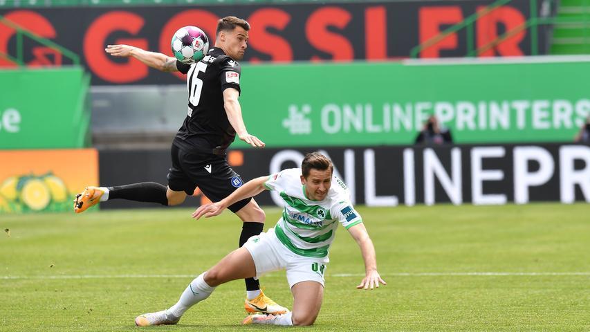 08.05.2021 --- Fussball --- Saison 2019 2020 --- 2. Fussball - Bundesliga --- 31. Spieltag: SpVgg Greuther Fürth ( Kleeblatt ) - Karlsruher SC Karlsruhe KSC --- Foto: Sport-/Pressefoto Wolfgang Zink / MeZi --- DFL REGULATIONS PROHIBIT ANY USE OF PHOTOGRAPHS AS IMAGE SEQUENCES AND/OR QUASI-VIDEO --- Philip Heise (16, Karlsruher SC KSC ) Paul Seguin (33, SpVgg Greuther Fürth )