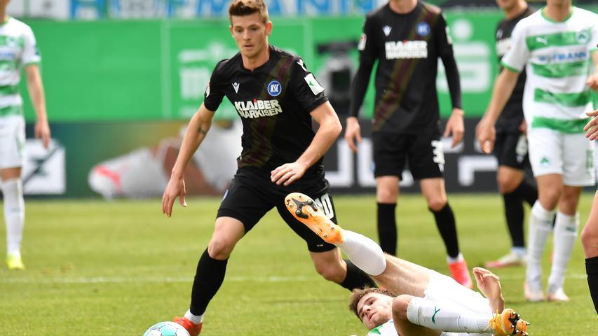 08.05.2021 --- Fussball --- Saison 2019 2020 --- 2. Fussball - Bundesliga --- 31. Spieltag: SpVgg Greuther Fürth ( Kleeblatt ) - Karlsruher SC Karlsruhe KSC --- Foto: Sport-/Pressefoto Wolfgang Zink / MeZi --- DFL REGULATIONS PROHIBIT ANY USE OF PHOTOGRAPHS AS IMAGE SEQUENCES AND/OR QUASI-VIDEO --- Marvin Wanitzek (10, Karlsruher SC KSC ) Anton Stach (24, SpVgg Greuther Fürth )