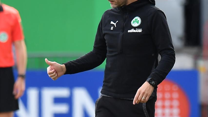 08.05.2021 --- Fussball --- Saison 2019 2020 --- 2. Fussball - Bundesliga --- 31. Spieltag: SpVgg Greuther Fürth ( Kleeblatt ) - Karlsruher SC Karlsruhe KSC --- Foto: Sport-/Pressefoto Wolfgang Zink / MeZi --- DFL REGULATIONS PROHIBIT ANY USE OF PHOTOGRAPHS AS IMAGE SEQUENCES AND/OR QUASI-VIDEO --- Stefan Leitl (Trainer SpVgg Greuther Fürth ) Daumen hoch / Daumen nach oben