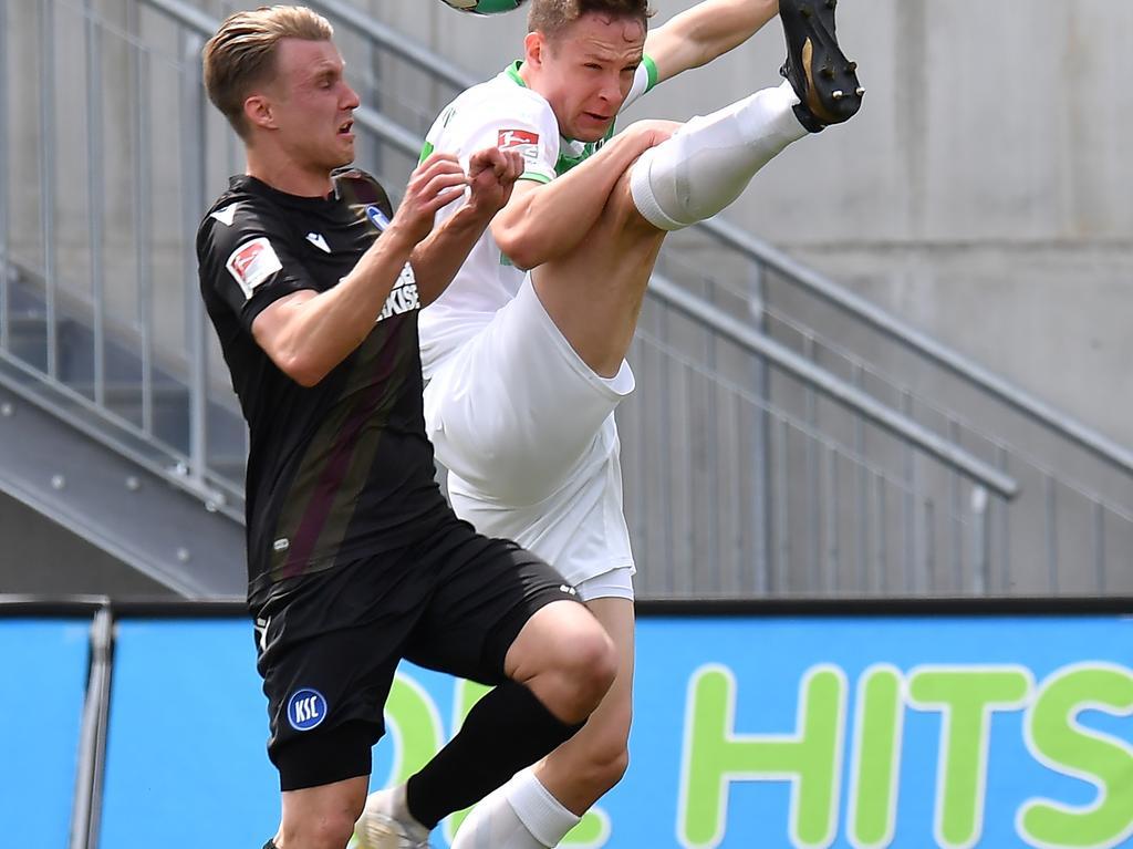 08.05.2021 --- Fussball --- Saison 2019 2020 --- 2. Fussball - Bundesliga --- 31. Spieltag: SpVgg Greuther Fürth ( Kleeblatt ) - Karlsruher SC Karlsruhe KSC --- Foto: Sport-/Pressefoto Wolfgang Zink / MeZi --- DFL REGULATIONS PROHIBIT ANY USE OF PHOTOGRAPHS AS IMAGE SEQUENCES AND/OR QUASI-VIDEO --- Marco Thiede (21, Karlsruher SC KSC ) Paul Jäckel Jaeckel ( 23, SpVgg Greuther Fürth )