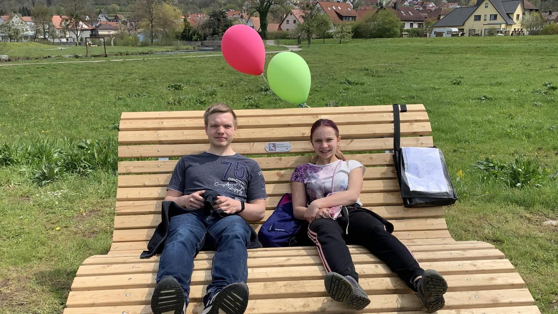 Michelle und Dustin aus Aufseß waren zum ersten Mal in Ebermannstadt. Trotzdem konnten sie die mit den Waldsofas verknüpften Rätsel lösen und verdienten sich so einen Eisgutschein.