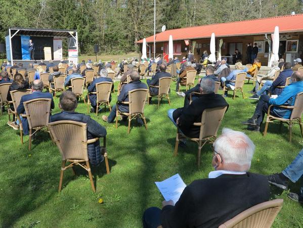 Ganz nah am Krummweiher kamen die CSU-Delegierten zusammen. Das Wetter spielte mit, so dass die Versammlung problemlos über die Bühne ging.