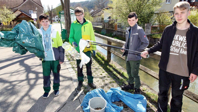 In Schambach sieht ein bewährtes Jungenquartett nach dem Rechten: Lukas und Leon Wissinger, David Rachinger sowie Tim Hüttinger (von links).