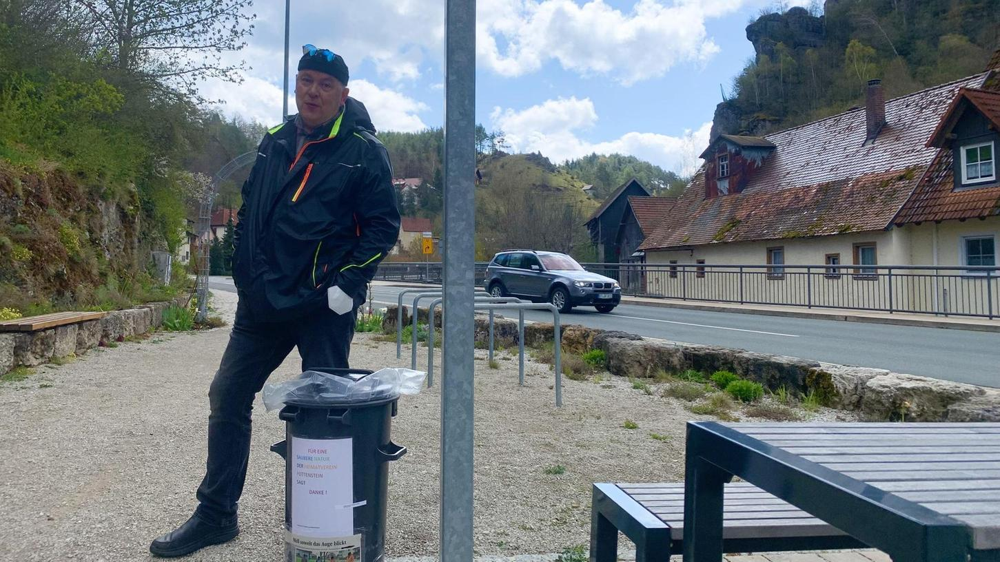 Auch am Ende der Pegnitzer Straße hat der Vorsitzende des Heimatvereines, Karl-Heinz Peters, als Selbsthilfe eine seiner Mülltonnen aufgestellt.