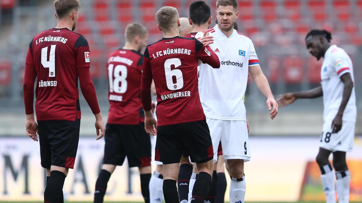 Hamburgs Torgarant Simon Terodde (2.v.re.) durchlebt eine kleine Trefferkrise. Der Club hat gute Chancen, wenn dies so bleibt.
