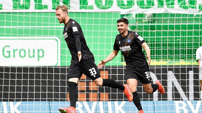 Unnötig: Philipp Hofmann (links) und Malik Batmaz konnten Karlsruhes 1:0 feiern, weil Fürth nicht konsequent verteidigte.