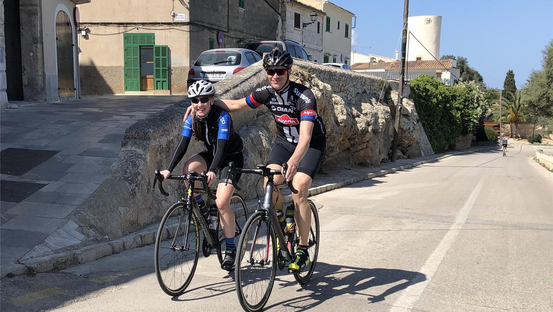 """Jörg Saatmann (re.) und Jennifer Meyerhoff sind nicht nur auf Facebook """"fränkische Bergziegen"""", sondern auch in Muro auf Mallorca, wo sie zuletzt 2019 ihr Trainingslager abhielten."""
