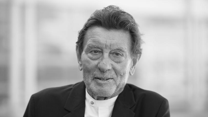 Helmut Jahn, berühmter Architekt von Bauwerken wie dem Sony Center in Berlin und dem Messeturm in Frankfurt, ist tot. Er starb am Samstag bei einem Fahrradunfall in Campton Hills, einem Vorort im Westen von Chicago im US-Bundesstaat Illinois.