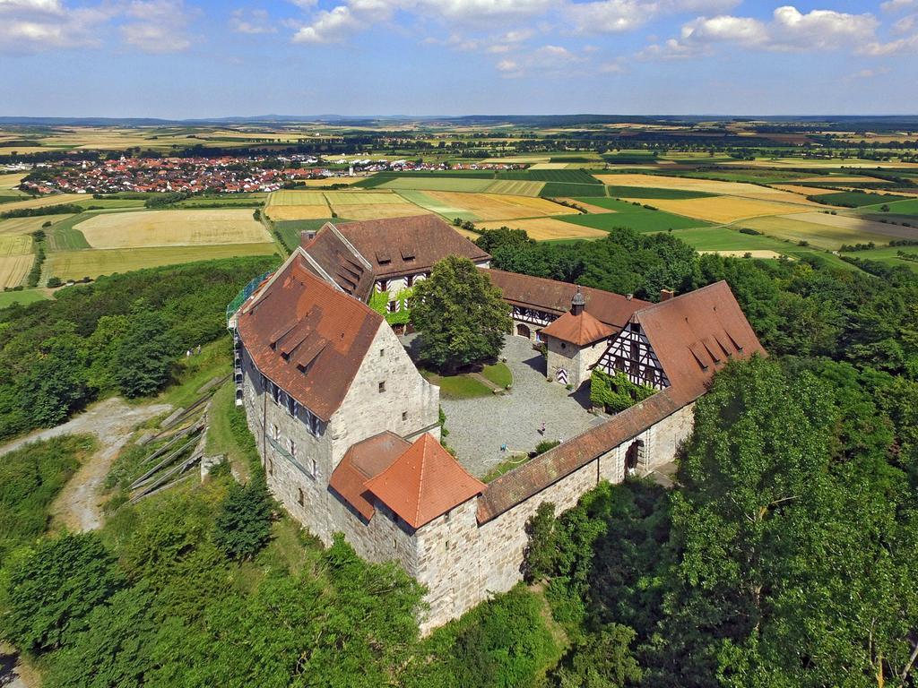 Motiv: Burg Hoheneck Jugendbildungsstätte Ipsheim Luftbild Foto: Privat