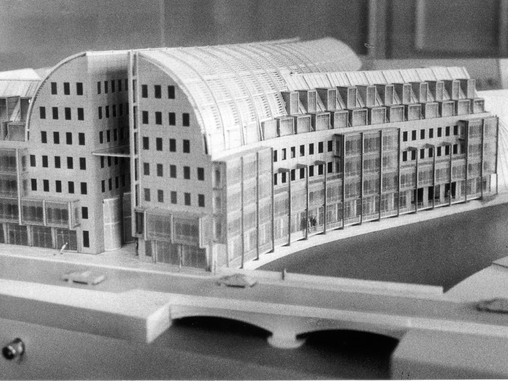 Motiv: Augustinerhof (aufgeplatzte Bratwurst) - Modell von Helmut Jahn - Foto: Contino, NN v. 8.11.1991, 9.11.1991 B, 1.1.1992 - Genehmigung des Jahnobjektes nur noch Formsache - Ursprüngliches Modell