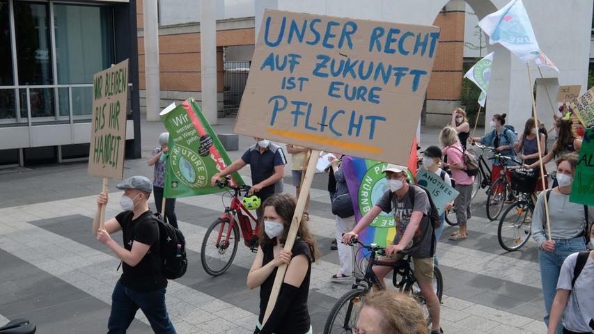 Nürnberg , am 10.05.2021 Ressort: Lokales  Foto: Roland Fengler Kornmarkt,  Klimacamp organisiert Demo zum 250. Bestehungstag des Camps, Demo KOrnmarkt