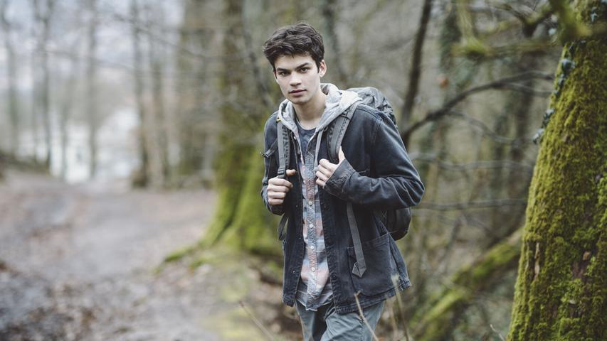 Währenddessen greifen Kollegen den 17-jährigen Titus (Simon Frühwirth) auf. Derverwirrte junge Mann kannte Mike. Auch mit dem verdächtigen Lehrer stand Titus inKontakt.