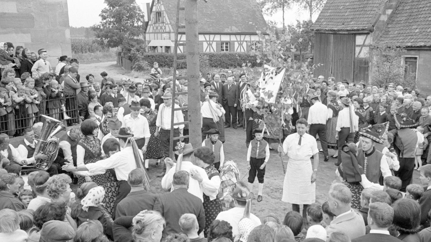 Im Knoblauchsland, wie hier in Neunhof, lebte das alte Brauchtum noch. Die Gemeinden wollten eigenständig bleiben.