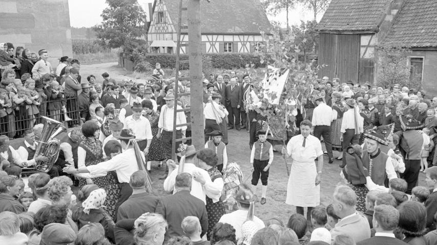"""Die Knoblauchslandgemeinden stellen sich darauf ein, ihren Willen in Sachen """"Gebietsreform und Eingemeindung"""" durch Anrufung der Gerichte durchsetzen zu müssen. Hier geht es zum Kalenderblatt vom15. Mai 1971: Als Großgemeinde im Knoblauchsland."""