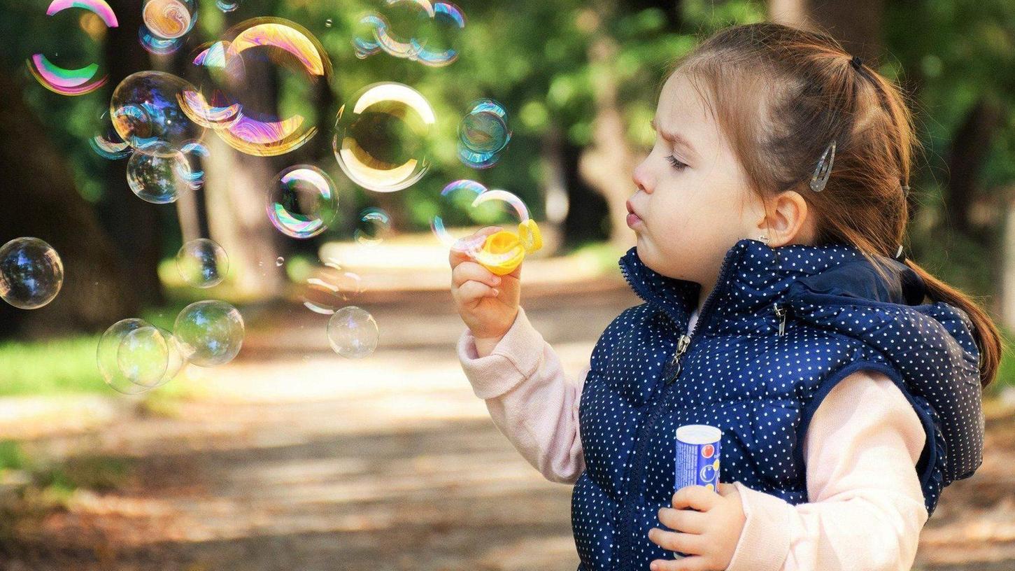 """Die Spielträume mancher Kinder zerplatzen wie Seifenblasen: Deshalb beteiligt sich der Landkreis am Aufruf zum Weltspieltag: """"Lasst (uns) was bewegen!"""""""