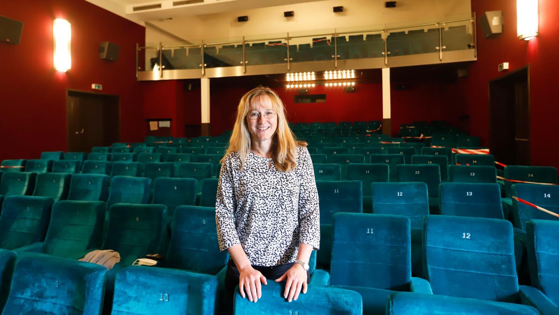 Manuela Dengler-Redlin freut sich, dass Kinos wieder öffnen dürfen. Doch weil man auf die Filmverleiher angewiesen sei, sei das frühestens Mitte Juni möglich.
