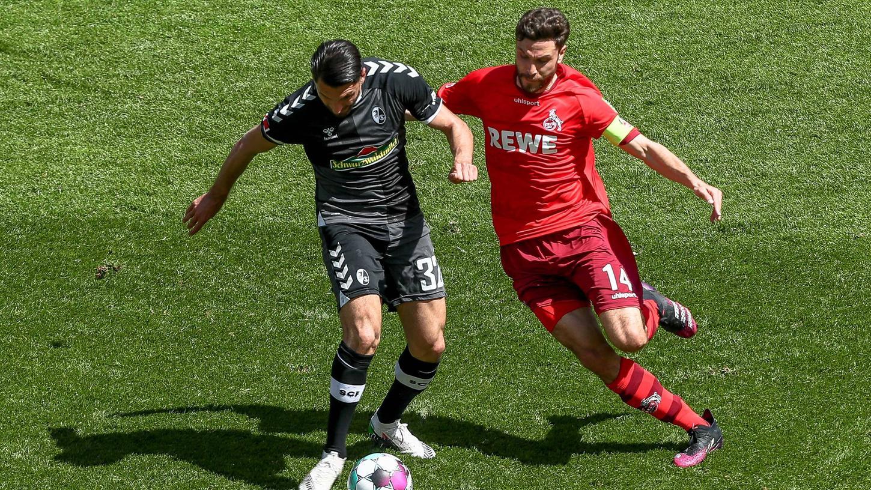 Seltenes Bild: Kölns Jonas Hector (rechts) war auch nie in einem NLZ und duelliert sich hier mit Freiburgs Vincenzo Grifo, der nur ein Jahr im NLZ verbrachte.
