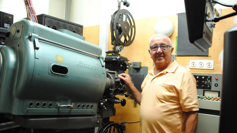 Luna-Kino Betreiber Norbert Flecken wirft den Filmprojektor so schnell nicht an. Obwohl es ihm in Schwabach aufgrund der Inzidenzzahlen erlaubt wäre. Aber für ihn steht der Aufwand und der gebremste Filmspaß - noch - in keinem Verhältnis zu den möglichen Publikumszahlen.
