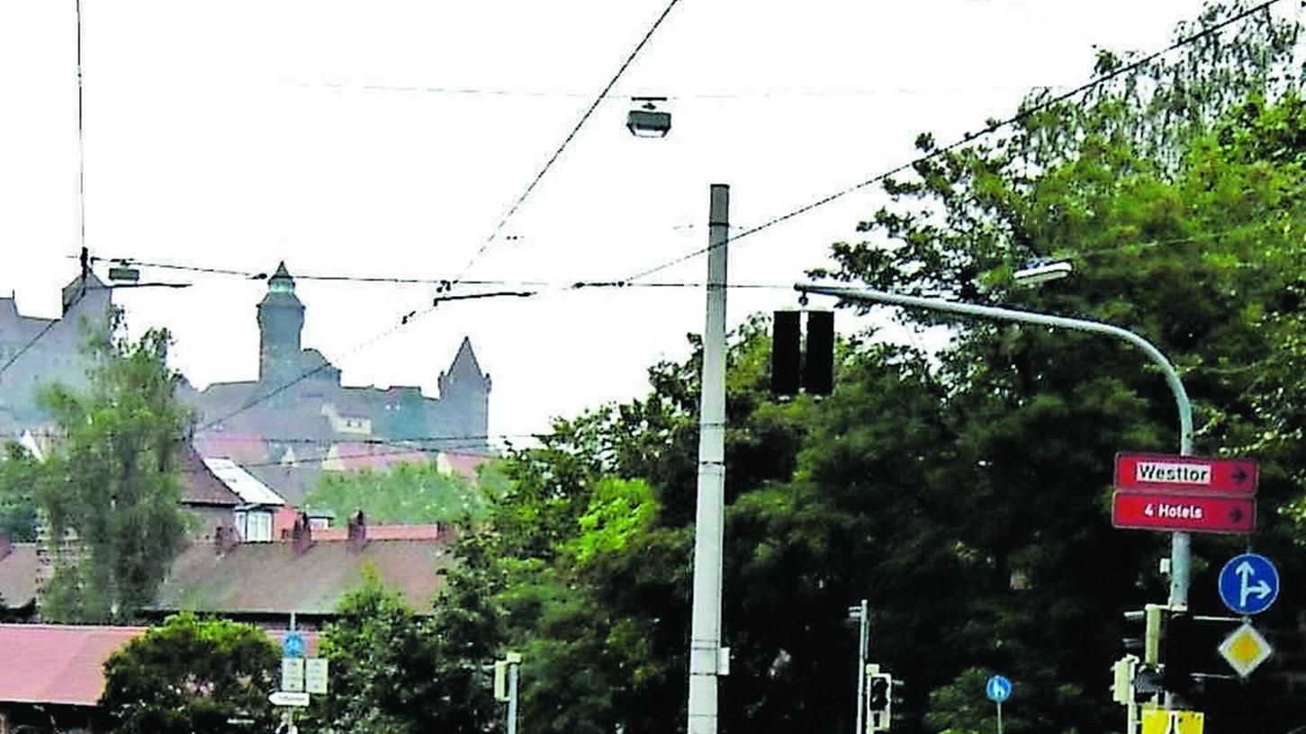 """Spitzensport am Fuße der Burg. Vor 30 Jahren feierte das Rennen """"Rund um die Nürnberger Altstadt"""" eine großartige Premiere."""