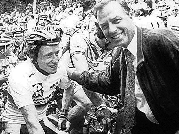 Nürnbergs damaliger Oberbürgermeister Dr. Peter Schönlein mit Stephan Gottschling, der 1991 bei der Premiere als Erster durch Ziel fuhr.