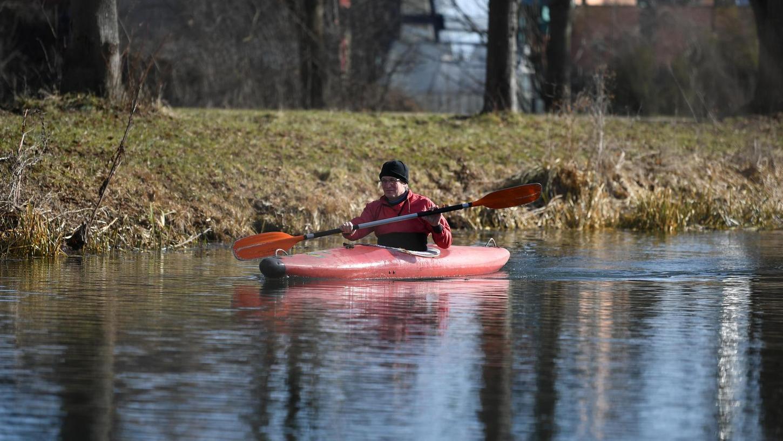 Das Paddeln auf dem Ludwigskanal ist nicht verboten, doch das Aufkommen hält sich stark in Grenzen.